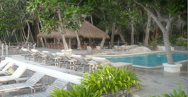Top Accommodation near NIKOI ISLAND Beach