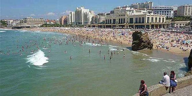 accommodation near biarritz beaches